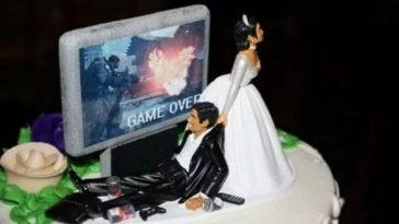https://www.happysheldon.com/news/20-most-horrific-wedding-cakes-ever-pastry-chefs-are-you-jealous/